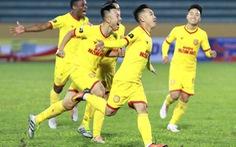 Sân Thiên Trường: Đương kim vô địch V-league phơi áo