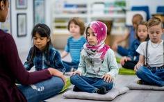 Trường học dạy tích hợp yoga, thiền để học sinh hạnh phúc