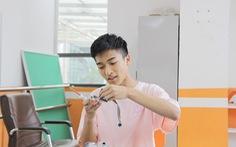 Học sinh lớp 11 chế tạo robot phát thuốc