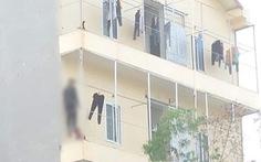 Nam công nhân treo cổ ở hành lang, vào phòng thấy thêm cô gái tử vong