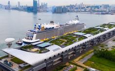 Tàu 'khổng lồ' Mỹ chở trên 5.000 khách đến Việt Nam