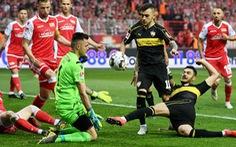 Đội đàn em giật chỗ của đàn anh ở Bundesliga