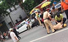 Lao thẳng xe máy vào tổ CSGT, một trung úy ngã gục phải cấp cứu