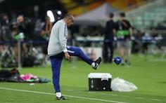 Luiz và Higuain cãi vã, HLV Sarri ném mũ bỏ dỡ buổi tập của Chelsea