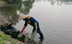 Thanh tra việc mua bán chất làm sạch hồ tại Hà Nội