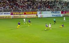 Video pha qua người và chuyền bóng đỉnh cao của Tuấn Anh