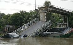 Cầu Tân Nghĩa sập do xe quá tải trọng