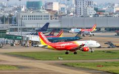 Máy bay đi nhầm đường lăn, một máy bay khác sắp hạ cánh phải bay lên lại