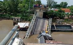 Video cầu Tân Nghĩa đổ sập, xe tải và xe ba gác rớt xuống sông