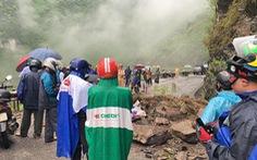 Hà Giang: Sạt lở đá ở đèo Mã Pí Lèng, 2 người nhập viện