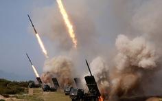 Ông Kim Jong Un đích thân giám sát diễn tập phóng pháo phản lực