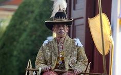 Quốc vương Thái Lan lần đầu tiên xuất hiện trước công chúng