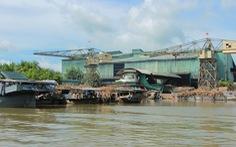 Yêu cầu công ty mía đường tạm ngừng hoạt động vì nước sông đen ngòm