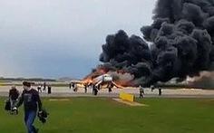 Yếu tố thoát hiểm sống còn: bỏ lại hành lý khi máy bay gặp sự cố