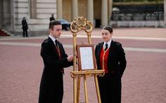'Hoàng tử bé' - thành viên Hoàng gia Anh đầu tiên mang 2 dòng máu