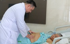 Bệnh viện Bình Dân dùng robot cắt bướu thận cho bà cụ 70 từng 5 lần mổ