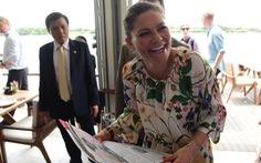 Công chúa kế vị Thụy Điển du ngoạn trên sông Sài Gòn