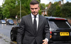Beckham bị cấm lái xe 6 tháng vì vừa lái xe vừa điện thoại
