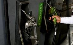 Chết vì nổ súng giành nhau mua xăng dầu ở Venezuela