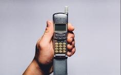 Bạn dám bỏ smartphone, xài nắp gập cùi bắp để nhận ngay ngàn đô?