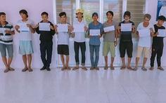 Bắt 11 người dùng ma túy trên hành lang nhà, có cả đối tượng trốn truy nã