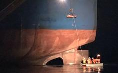 Ứng cứu nhanh thuyền viên người Philippines gặp nạn trên biển