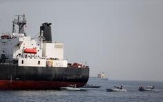 Giá dầu tăng sau khi tàu chở dầu bị bắn ngư lôi ở vùng Vịnh