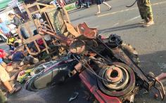 Xe công nông bất ngờ gãy trục bánh trước, 10 người bị thương