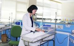 Phác đồ giờ vàng cứu sống bé gái sinh non nặng 800g