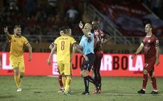 Sân Thống Nhất 'dậy sóng' vì trọng tài trong ngày kết thúc lượt đi V-League 2019