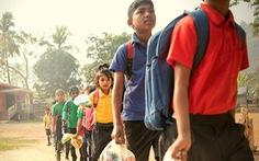 Thu học phí bằng chai nhựa, túi nilông, ngôi trường làm đổi thay cả thị trấn