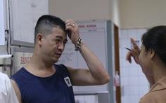Vụ tai nạn tại Hòa Bình: Xúc động câu chuyện người đàn ông 'lạ' chăm nạn nhân