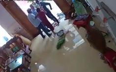 Khởi tố nhóm người xông vào nhà, đánh phụ nữ chấn thương sọ não