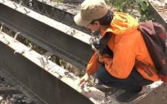 Đường ray hơn 100 năm dỡ từ cầu sắt Phú Long bị bán phế liệu
