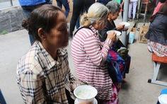 Bệnh nhân nghèo vui mừng rưng rưng tại 'phiên chợ 0 đồng'