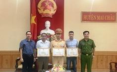Khen thưởng người đàn ông 'lạ' chăm nạn nhân bị tai nạn thảm khốc ở Hòa Bình