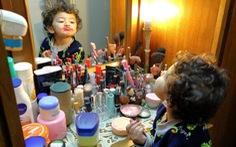 Xà bông, thuốc rửa móng tay: hiểm họa đáng lo cho trẻ em