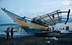 Thuyền viên Philippines tặng chó cưng cho ngư dân Việt sau vụ cứu tàu ở Biển Đông