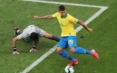 Video thủ môn Peru 'chịu chết' trước sự tinh quái của Firmino