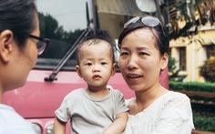 Giám thị Hà Nội mang theo con nhỏ lên Hòa Bình coi thi