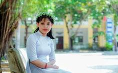 Cô học trò mang hai vòng khăn tang đi thi: 'Dù thế nào cũng đừng bỏ cuộc'