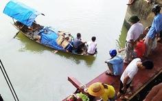 Lật thuyền đánh cá, hai bà cháu mất tích trên sông