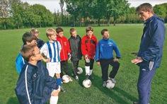 Ngôi sao bóng đá và phận đời - Kỳ cuối: Tây khác ta chỗ nào?