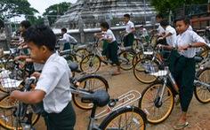 'Tái chế' hơn 10.000 chiếc xe đạp tặng học sinh nghèo