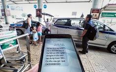 Đi máy bay, khách chưa bay đã nhận được 11 tin nhắn taxi chào mời