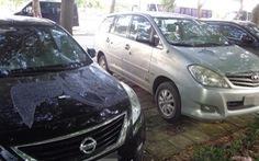 2 ôtô nghi bị đổ hóa chất để dằn mặt vì không gửi ở bãi giữ xe tự phát