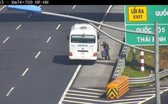 'Thả' khách trên cao tốc, phạt lái xe 5,5 triệu đồng, tước bằng lái 2 tháng
