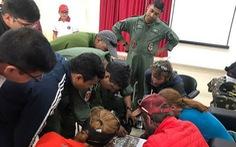 Điều trực thăng tìm 8 nhà leo núi mất tích
