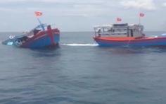 Cứu 8 người bị chìm tàu trên tuyến Sa Kỳ - Lý Sơn