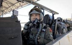 Ba tướng Mỹ chúc mừng phi công Việt Nam vừa tốt nghiệp
